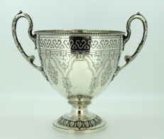 An exceptional Victorian Silver Sugar Bowl - Martin Hall & Co - London - 1883