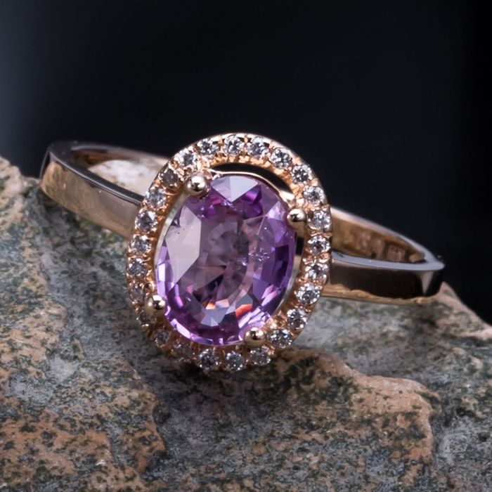 Pink Sapphire, diamond, 18K gold ring. Gem wei ght: 1.26 ct. New, no wear. Gem CGL certificate.* no reserve price *