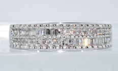 18 kt white gold alliance ring set with 53 diamonds for a total of around 2.20 ct ***NO RESERVE PRICE***