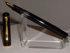 Vintage PELIKAN M150 Old Style piston filler fountain pen black M nib
