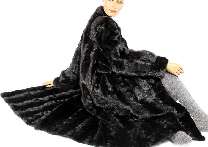 A beautiful elegant dark mink coat black Bohemian look fur coat genuine mink