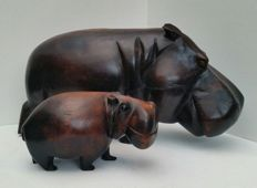Hippopotamus with youngster, in massive hard wood, 14 kilograms