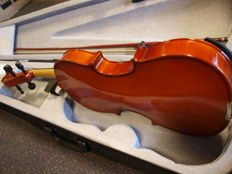 New practice violin 4/4, including case, bow and rosin