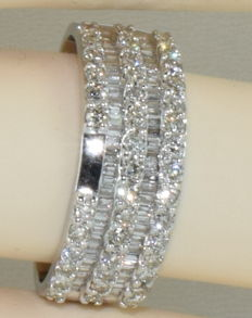 Half alliance ring in 18 kt white gold set with 102 diamonds of approx. 2.90 ct *** NO RESERVE PRICE ***