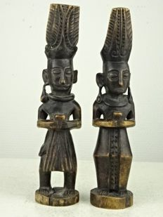 Two wooden statues - Nias (Indonesia) - late 20th century