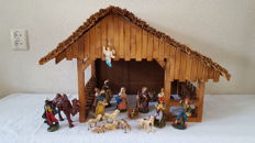 Beautiful homemade Nativity scene with 20-part Italian group of sculptures