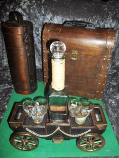 Large vintage brass carriage music box with glass bottle and 6 glasses + 2 wooden cases - in very good condition
