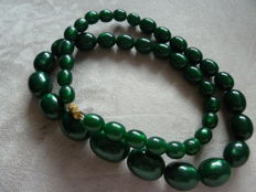 Lot 10 - Superb old green plastic necklace with reflection