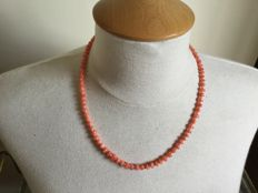 Pink coral necklace and 925 silver clasp; length of 51 cm