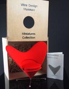 Vitra design museum - Verner Panton's 'Heart-shaped Cone Chair' uit de 'Miniatures Collection'