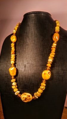 Vintage 100% Natural Baltic Amber long necklace, Length 70 cm, 57 grams