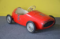 Morellet Guerineau, France - Length 112 cm - Pressed steel pedal car, 1950s