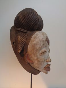 PUNU female mask – Gabon