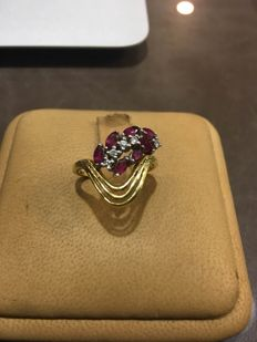 Ring in 18 kt gold, natural diamonds and rubies