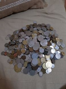 Lot of 1200 coins from all over the world dating to 1960-1970s.