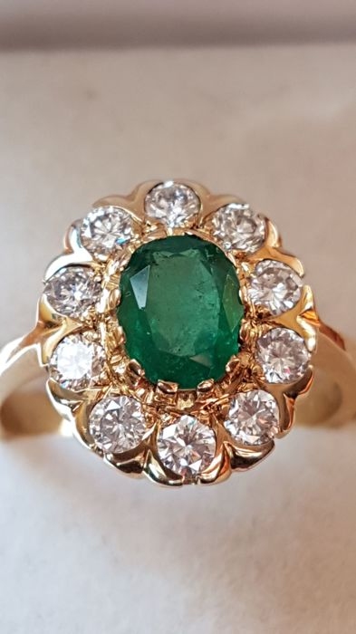 14K Yellow Gold Oval Green Emerald Columbian  0,98 ct -with Round brilliant  ,0,81 ct