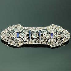 Art Deco gold openwork bar brooch with Diamonds and Sapphires, anno 1920