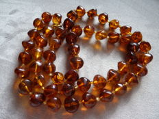 Lot 8 - Superb necklace made of old plastic imitation amber