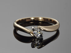 Gold 14 kt ring with diamond. Size 60.5 (ø 19.2 mm).