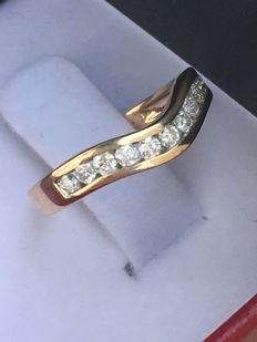 Yellow gold 14 kt ring with 11 brilliant cut diamonds of 0.35 ct - Ring weight 1.60 g - Ring diameter 16 mm