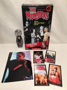"""Horror Lot: 12"""" The Munsters (2004) - Living Dead Dolls - Promocards - Glossy Photo 20 x 30 Friday the 13th"""
