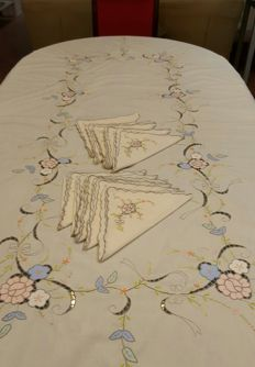 Large rectangular tablecloth for 6/8 people, embroidery, and applications - 11 large napkins - 250 cm x 165 cm