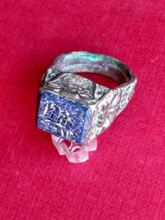 Al Andalus billon ring with carved lapis lazuli intaglio - 29 mm ( 18 mm Ø)