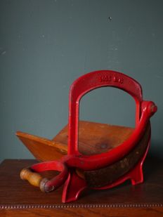 Antique bread slicer - Voss no. 13