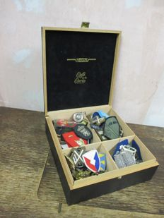 Box with all kinds of fabric and metal emblems. About 150 pieces.