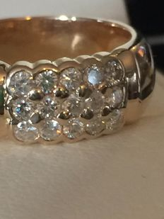 14 kt gold ring with 0.90 ct of diamonds