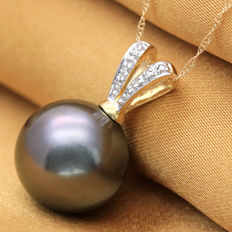 Tahitian Black Pearl 13.2 mm with Approx. total 0.04 ct Diamonds in 14 K Gold Pendant  (no reserve price)