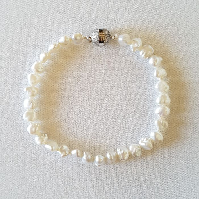Keshi pearl bracelet with silver clasp