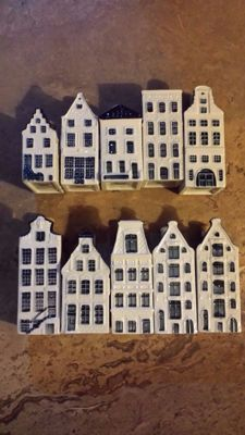 10 original porcelain KLM Delft Blue houses issued in Business-Class