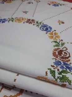 "Tablecloth with coloured hand embroidered flowers - ""No reserve price"""