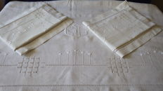 Pure linen: bed-sheet + 2 hand-embroidered pillowcases - monogrammed CL - France, year 1930