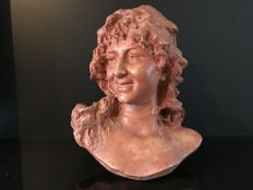 Dominique Van Den Bossche (1854-1906) - Bust of a young girl in terracotta - Belgium - Late 19th century