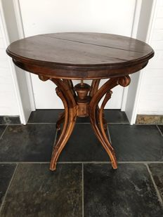 Walnut side table - Belgium - Ca. 1930
