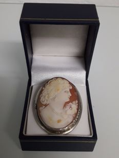 Finely carved silver cameo