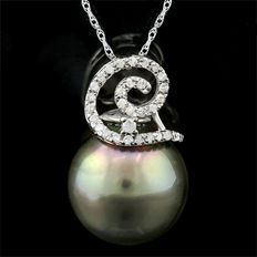 Tahitian Black Pearl 13.5 x 14mm with Approx. total 0.1 ct Diamonds in 14 K Gold Pendant  (no reserve price)