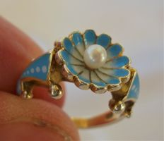Most unusual 9ct gold enameled ring