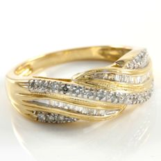 14 kt Yellow Gold 0.25 ct Diamond Ring  ,  Size: 5 - No Reserve