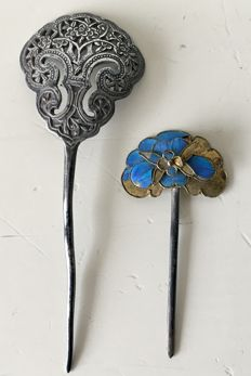 Two silver hairpins, one with Kingfisher feathers 点翠/Tian-tsui - China - Late 19th century.