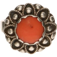 835 silver ring set with red coral, ring size: 18mm