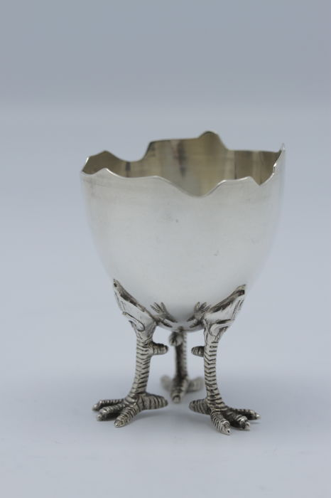 3292101e4d1d France 1900 - sterling silver egg cup in the shape of an egg standing on 3