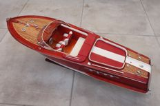 Very nice model of the boat Riva Aquarama, white/red seat finish, 68 cm