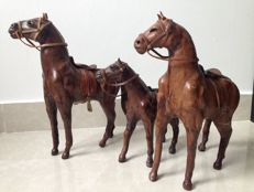 Set of three unique all leather family horses figurines - Ca. 1950