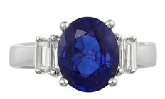 Ring in 18 kt white gold with 4.11 ct sapphire and 0.36 ct diamonds