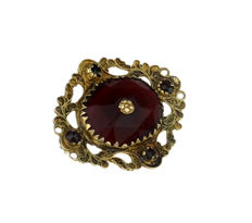 Fine 14 karat gold brooch with wine garnet - 19th century regional item of jewellery