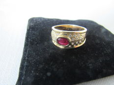 18 kt yellow gold ring - natural ruby and diamonds - 8.3 g