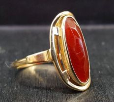 14 kt, antique gold ring with carnelian, size 17¼ mm